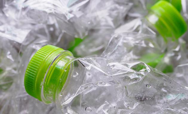 Precisamos falar sobre o plástico: 101 maneiras de se livrar dele e salvar o planeta