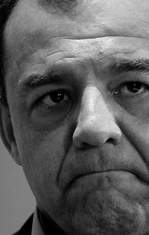 """Siga o dinheiro: dez curiosidades do livro """"Sérgio Cabral: o homem que queria ser rei"""""""