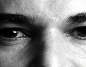 """""""Alguns sonhos são tão grandes que não cabem no nosso medo"""": a poesia de Allan Dias Castro"""