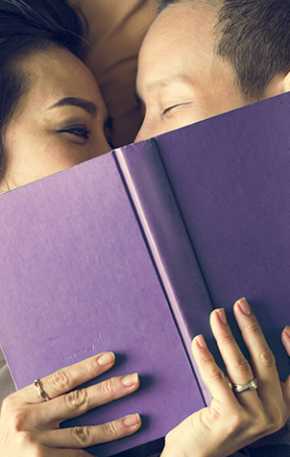Juntos e shallow now? Saia do raso e dê livros de presente no Dia dos Namorados. Confira as dicas da Sextante