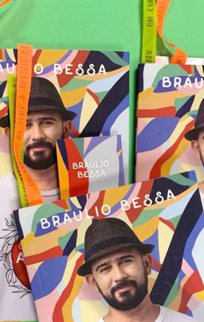 """Concorra ao novo livro de Bráulio Bessa, """"Um carinho na alma"""" (encerrado)"""